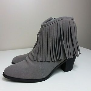 Bucco Gray Fringed Booties Sz 9
